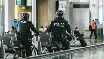 警察官が自宅に来た時には本物かどうか疑った方がいい!本物の警察官かどうか確認する方法