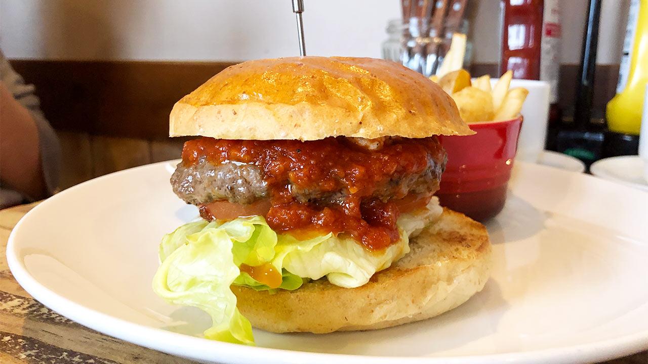 池袋「イーストヴィレッジ」のハンバーガーは自家製ケチャップ・タルタルソースがうまい!