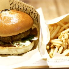 京都東福寺駅の「ドラゴンバーガー」が肉感も強くて味付けも独自性があって最高!