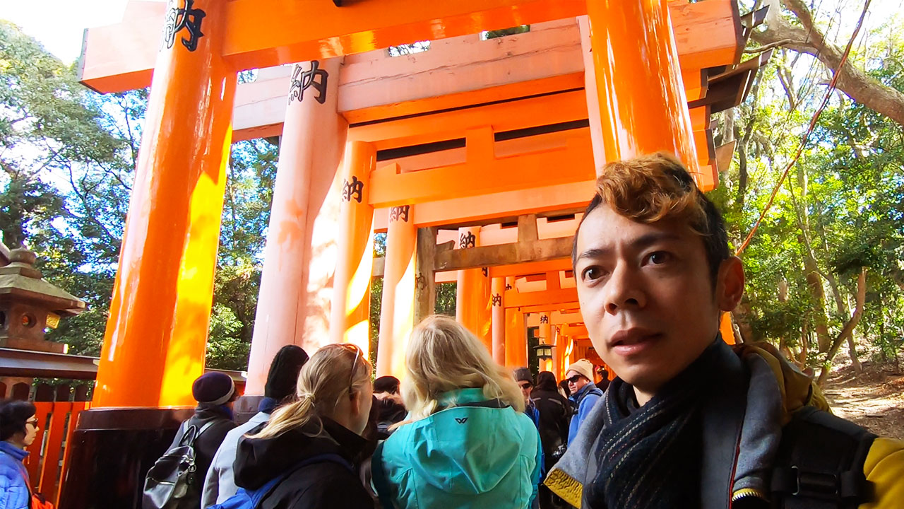GoProで伏見稲荷をバックに撮影した動画のキャプチャー