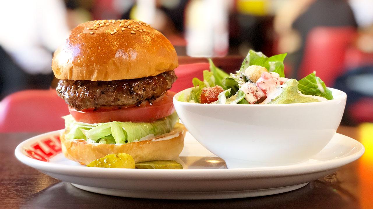 老舗グルメバーガー店「ブラザーズ」本店のハンバーガーが丁寧に作られていて絶品すぎる!