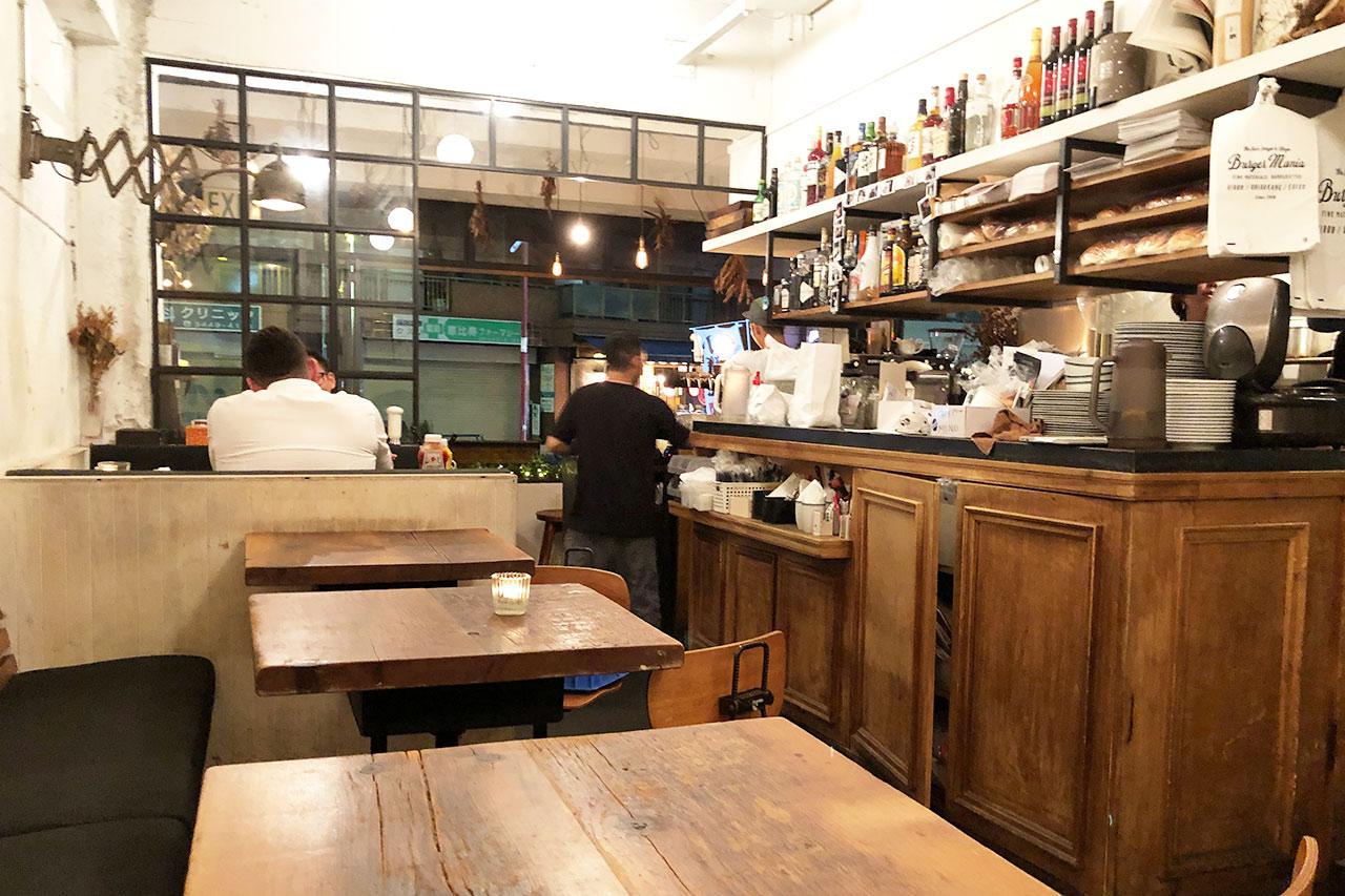 バーガーマニア恵比寿店の店内 入り口方面