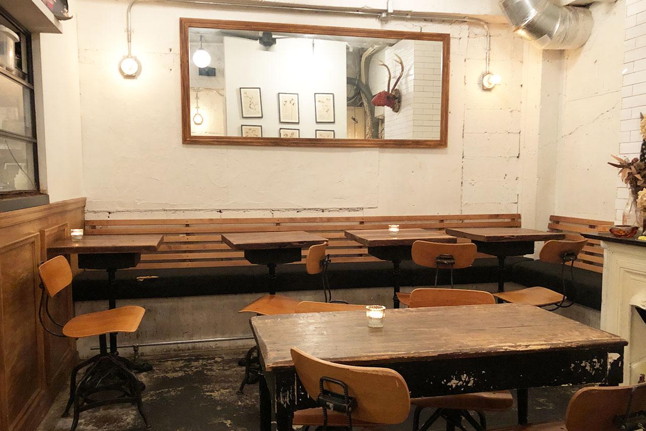 バーガーマニア恵比寿店の店内 奥側