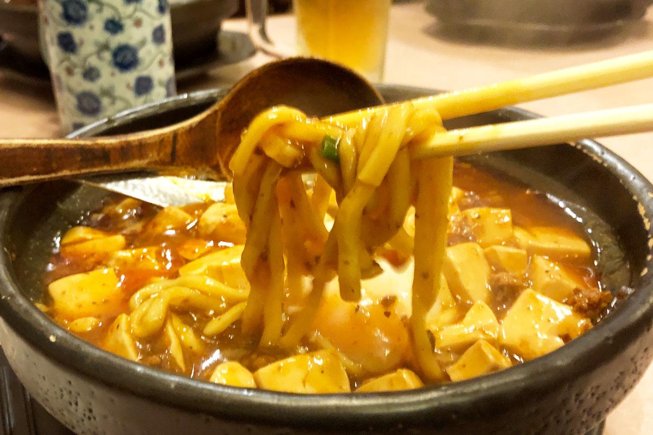 源来酒家の麻婆カレー麺の太麺