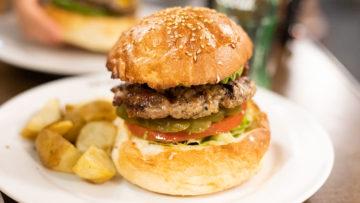 駒沢公園脇にある「エーエスクラッシクスダイナー」のハンバーガーは味付けがうますぎる!