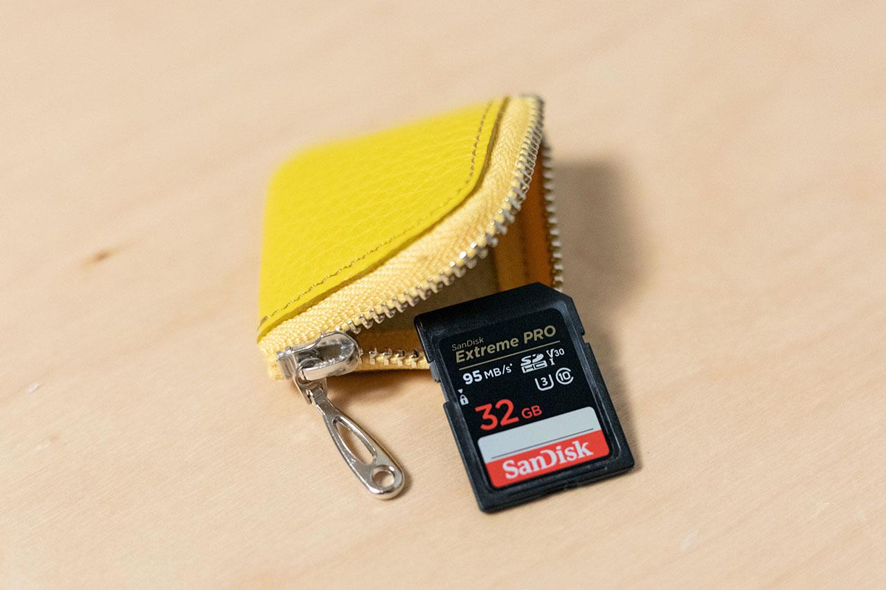 CHIPとSDカードの大きさ比較
