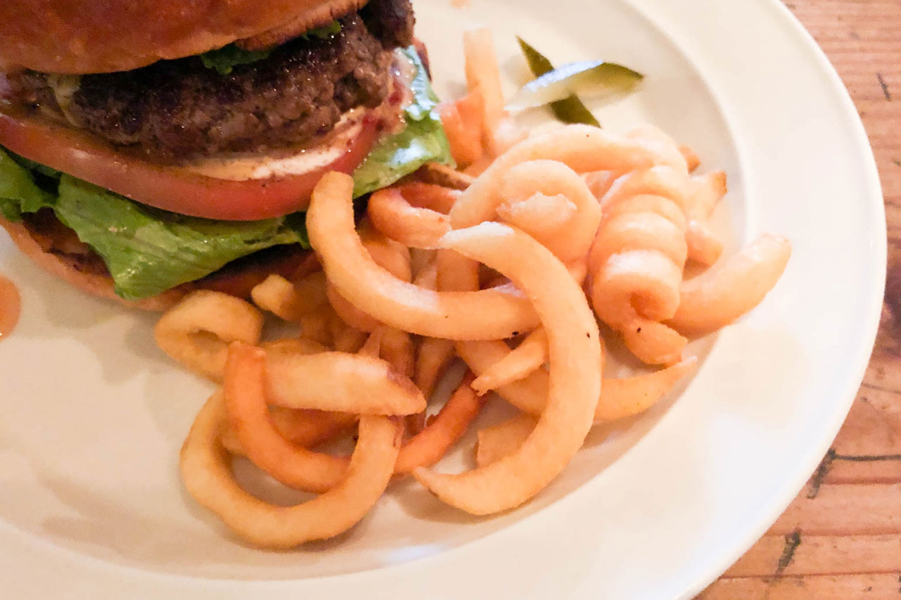 松戸のハンバーガー屋「R's(アールズ)」のカーリーポテトフライ