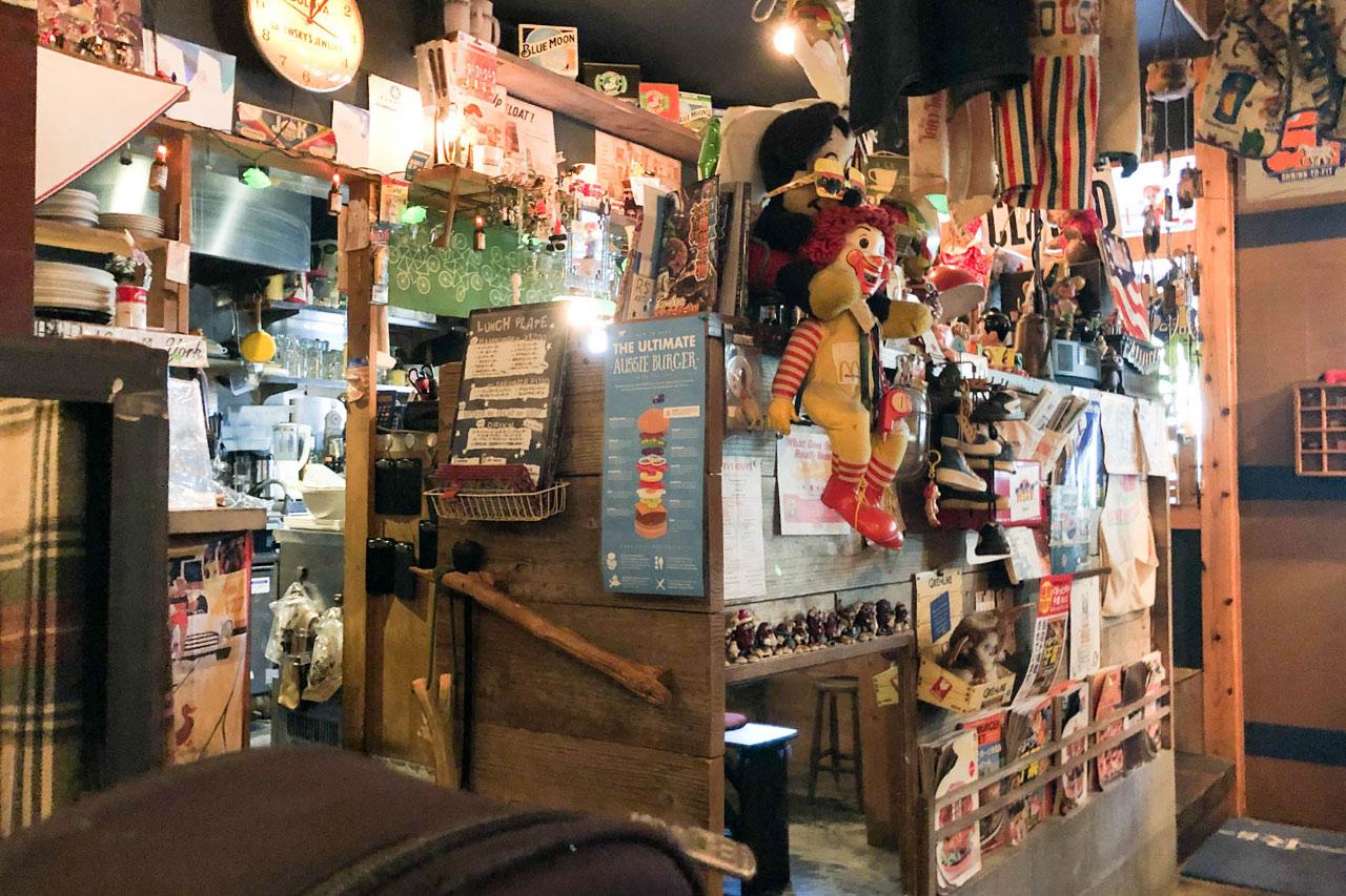 松戸のハンバーガー屋「R's(アールズ)」の店内