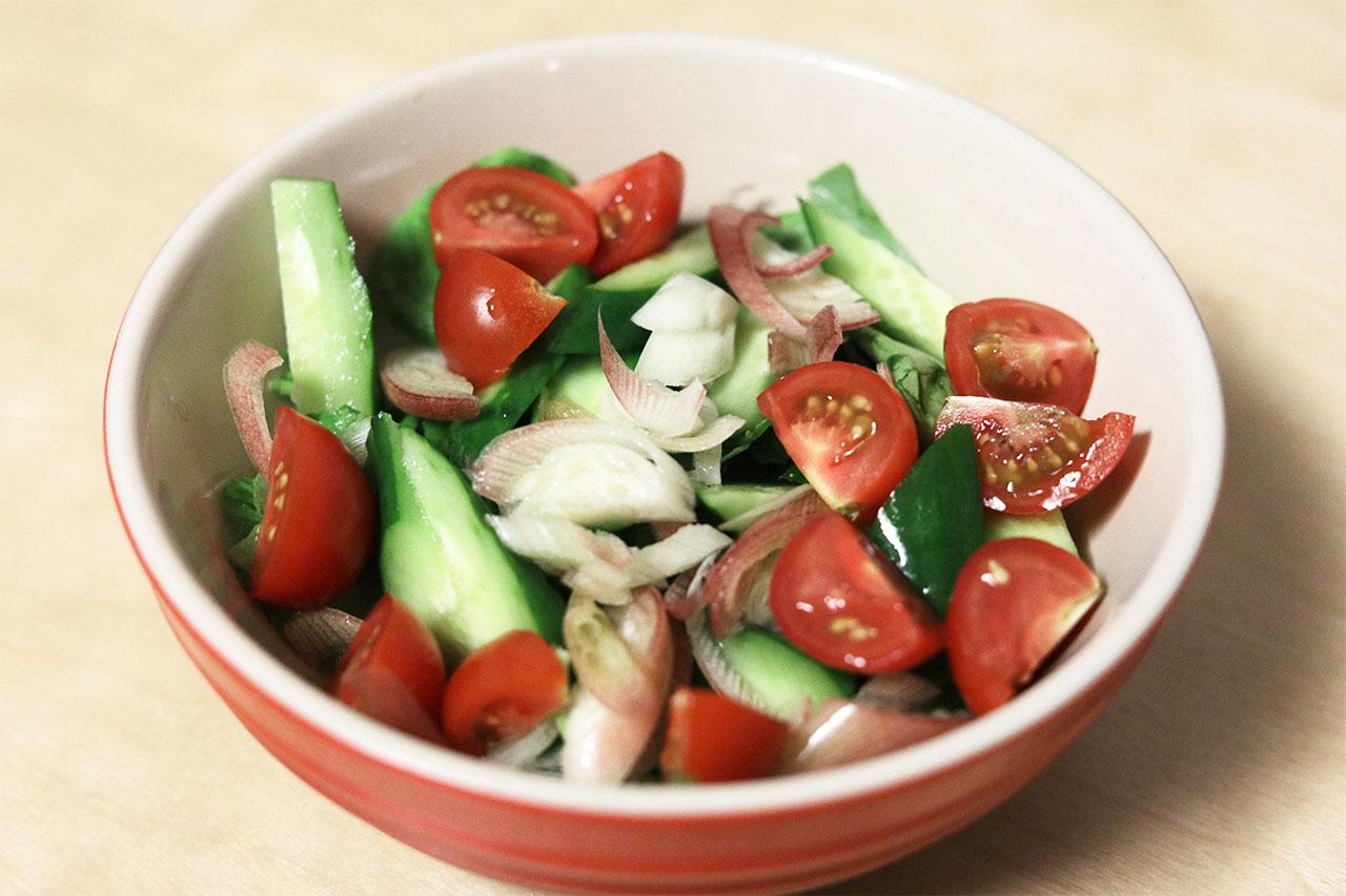 柚子山葵油(ゆずわさびオイル)をかけたサラダ