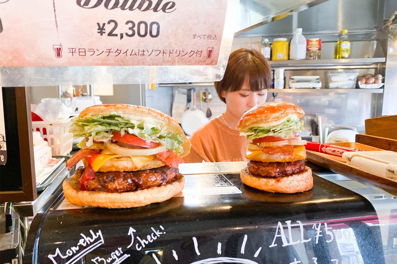 バーガーズベースのハンバーガーのサイズサンプル