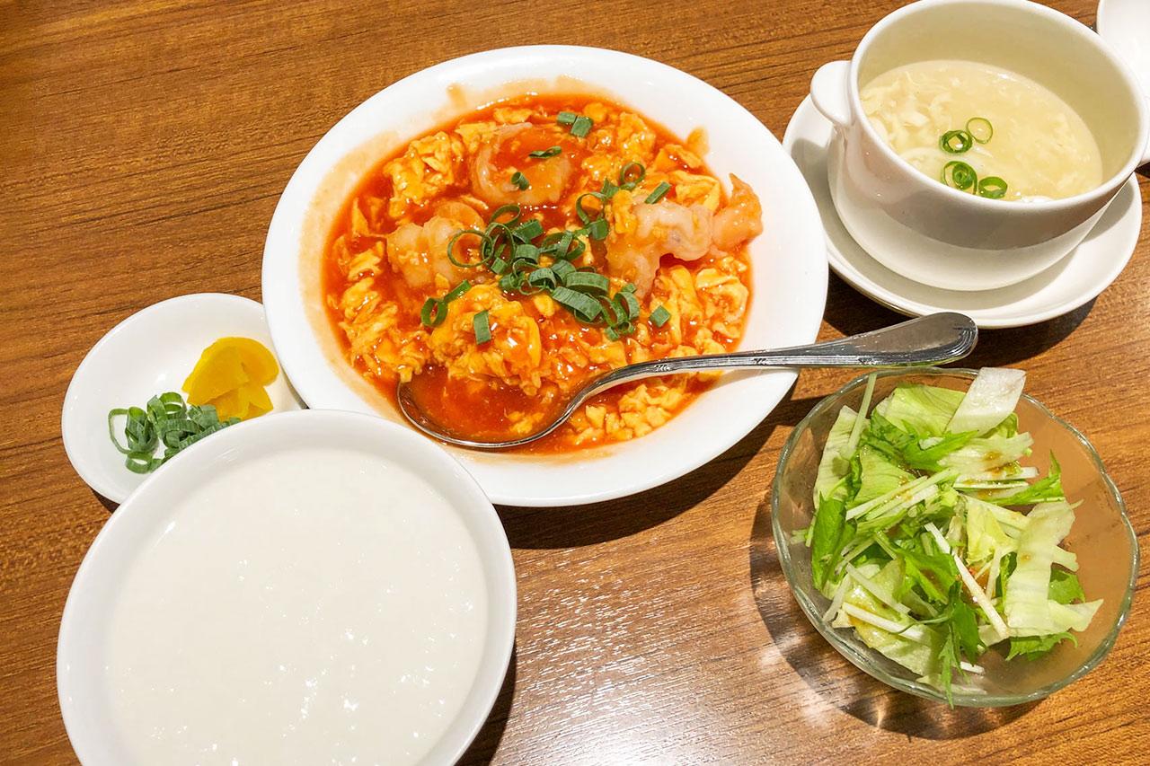 喜記(ヘイゲイ)ランチの海老と玉子のトマトソース煮