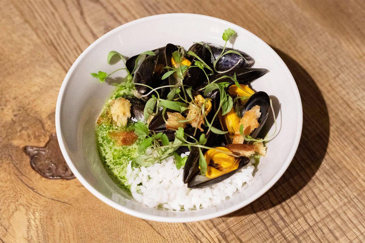 ムール貝のグリーンカレーポタージュ