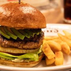 恵比寿「ブラッカウズ」のハンバーガーにはベジタブルセットを絶対にトッピングした方がいい!
