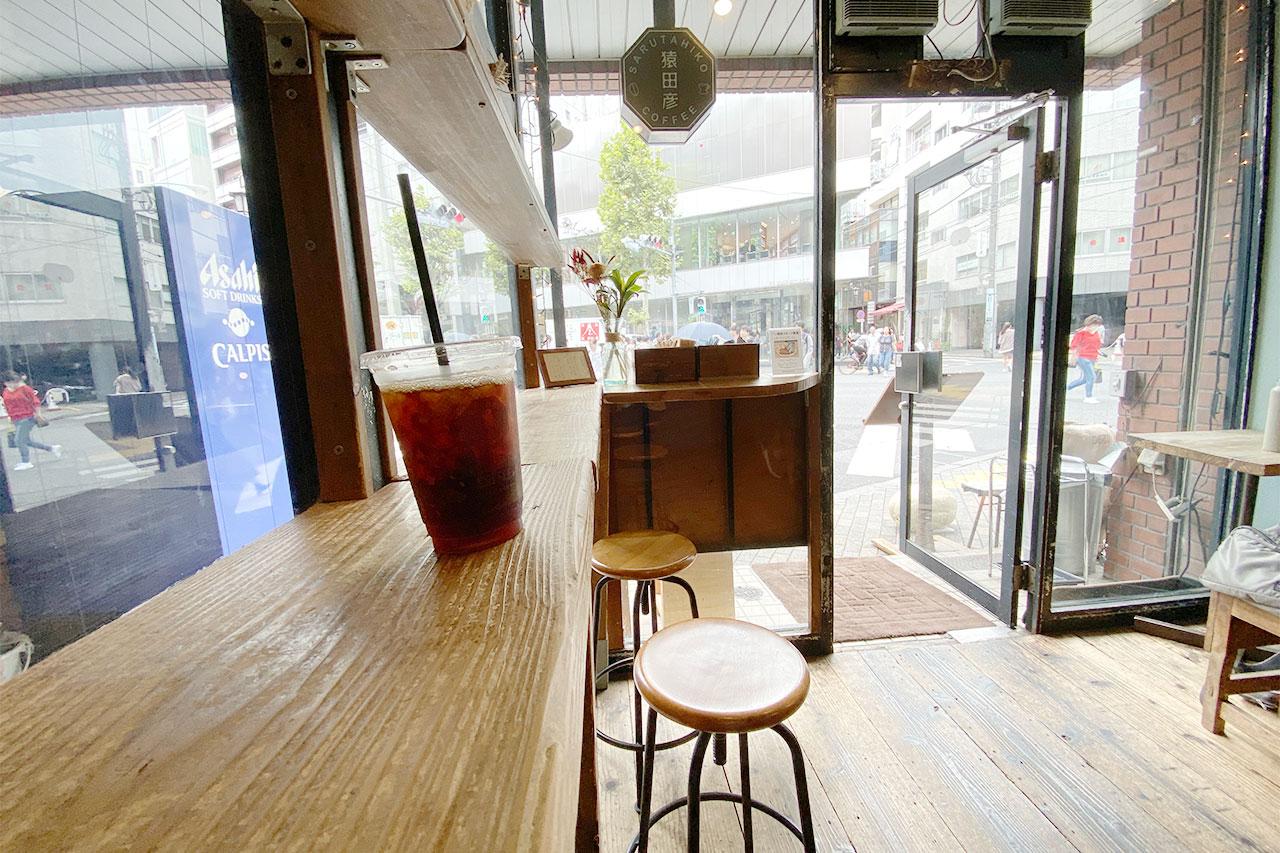 猿田彦珈琲の本店の店内