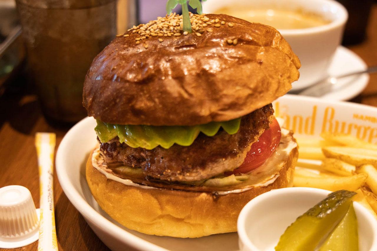 四谷三丁目「Island Burgers」のアボカドバーガーを寄りで
