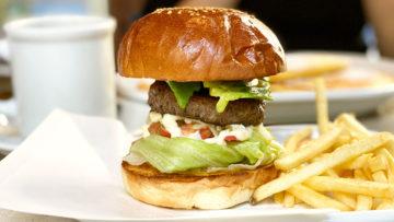 広尾のカフェ「ジェイドファイブ」ではハンバーガーも食べられる!