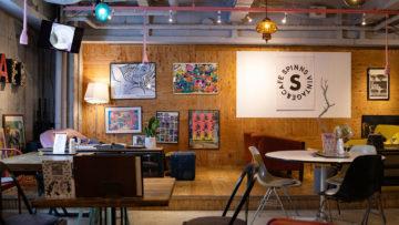 大阪アメリカ村三角公園前の古着屋カフェ「スピンズビンテージ&カフェ」が広くて落ち着けていい感じ!