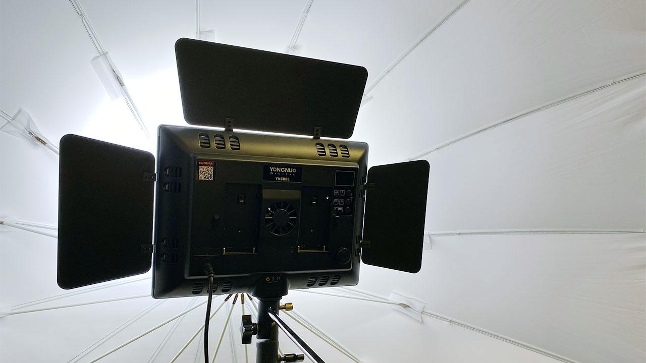 生配信や動画撮影にはカメラよりまず照明機材を整える方が安価にクオリティをあげられる