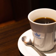 焙煎度合いと抽出方法の違う2種類のコーヒーが楽しめる「OSLO COFFEE」