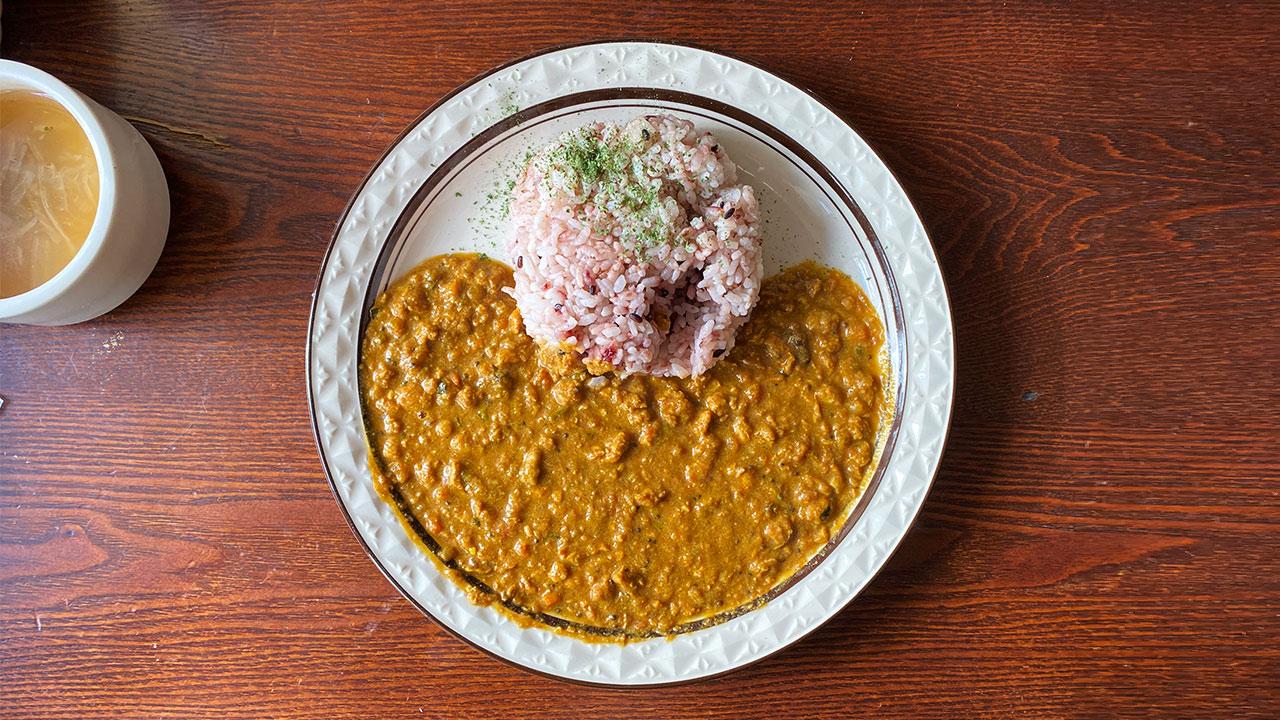 恵比寿「loger cafe(ロジェカフェ)」のランチカレーがおいしい!おしゃれカフェで居心地も良い!