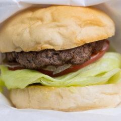 THE BURGER VOWSでデリバリー!マスタードを加えるとおいしくなるスタンダードなハンバーガー!