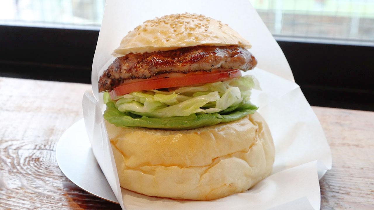 豚の網脂でパティを包んだハンバーガー!吉祥寺「ウェイキーウェイキー」がうまかった!