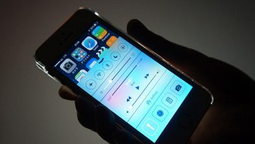 iPhoneのフラッシュライトをロック画面でオフする方法