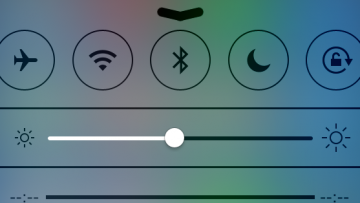 iOSのコントロールセンターが超便利!画面の下から上にスワイプするだけ!