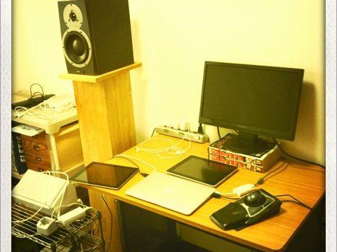 音源制作もデザインもやってる僕の机の周りを晒します #onyourdesk