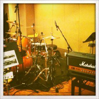 ドラムレコーディングに最適!音が良すぎるレコスタ「太陽ぬ荘」でレコーディングしてきました