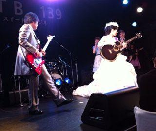 友人の結婚式でラクリマの未来航路など弾いてきました